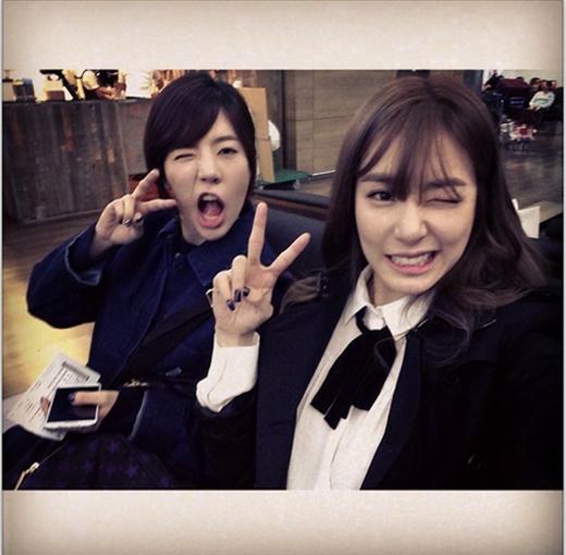 Tiffany nhí nhố cùng Sunny tại sân bay Incheon để lên đường sang Thượng Hải tham dự SM Town