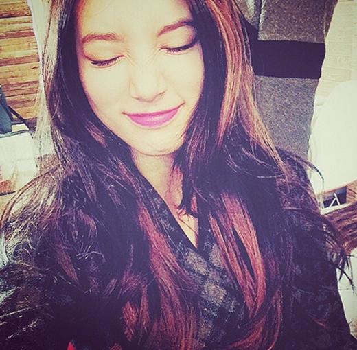 Suzy khoe hình nhăng nhít vô cùng dễ thương