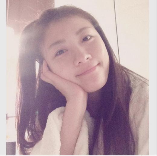 Ha Ji Won khoe mặt mộc cực xinh