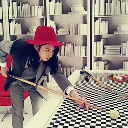 Heechul quay trở lại Instagram và khoe những hình ảnh trong album mới của Super Junior