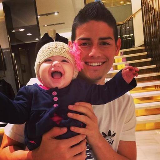 Hotboy làng túc cầu James Rodriguez đã là bố trẻ con
