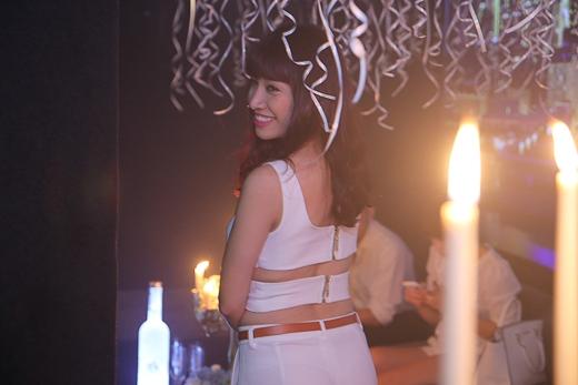 Sau buổi tiệc sinh nhật chào tuổi mới, Pha Lê đã phải ra sân bay và đi diễn tại Đà Lạt.