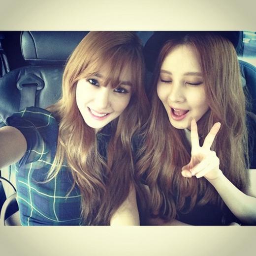 Tiffany hào hứng chào đón Seohyun tham gia Instagram: 'Em út của chúng tôi gia nhập Instagram rồi nè. Cùng chào đón thật hoành tráng em út đáng yêu duy nhất của chúng tôi nào'.