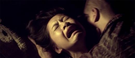 Chi Pu bị 'cưỡng hiếp' trong phim Hương Ga