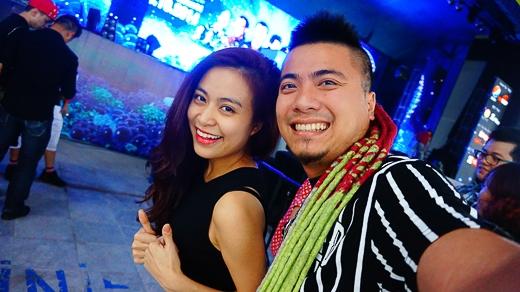 Hoàng Thùy Linh và DJ Wang tranh thủ lưu lại khoảnh khắc trong đêm diễn ấn tượng này