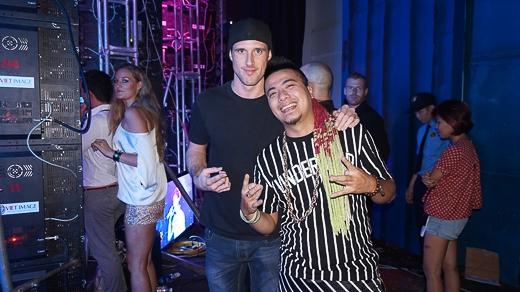 DJ Wang và DJ Scott - người đồng hành cùng Shayne Ward trong 2 chuyến đến Việt Nam