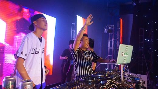 Anh còn cùng ekip của mình thực hiện các version clip để ca khúc đến với công chúng nhanh hơn như Hangover at London (chuyến lưu diễn của Wang Trần ở Anh), Hangover Cà dễ dãi (một viral clip vui nhộn về việc vui chơi tiệc tùng của hotboy, hotgirl)