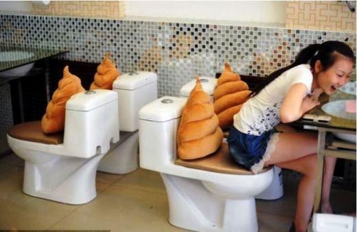 Bạn đã từng thử: Dùng bữa trong nhà vệ sinh, ăn tối khi động đất? (Phần 2)