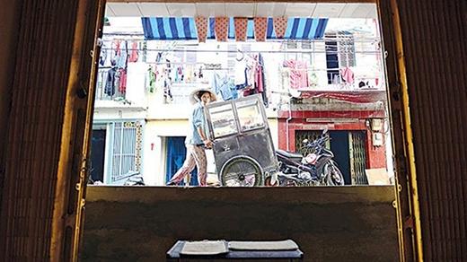 Đường cao bằng nửa cửa nhà ở lô C đường Phạm Văn Chí, quận 6, TP.HCM.