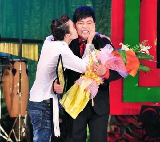 Biểu cảm hài hước của sao Việt khi bất ngờ bị cưỡng hôn - Tin sao Viet - Tin tuc sao Viet - Scandal sao Viet - Tin tuc cua Sao - Tin cua Sao