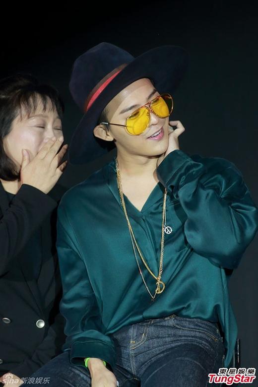 G-Dragon chiều fan Hong Kong hết cỡ