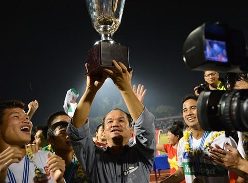 Bầu Đức hạnh phúc trong ngày U19 HAGL lên ngôi vô địch. Ảnh: Nguyễn Đăng