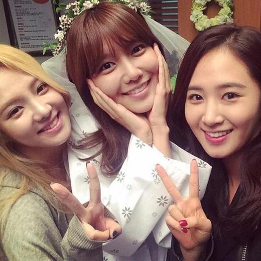 SNSD đồng loạt đến phim trường ủng hộ cho Sooyoung