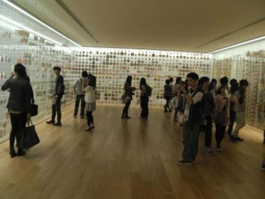 Bảo tàng dành khu vực lớn để trưng bày tất cả nhãn hiệu cũng như loại mì ăn liền từng có ở Nhật Bản.