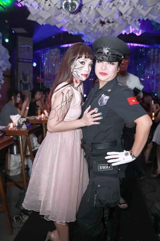 Ngọc Khuê trông khá đáng sợ với khuôn mặt đã trang điểm xong - Tin sao Viet - Tin tuc sao Viet - Scandal sao Viet - Tin tuc cua Sao - Tin cua Sao