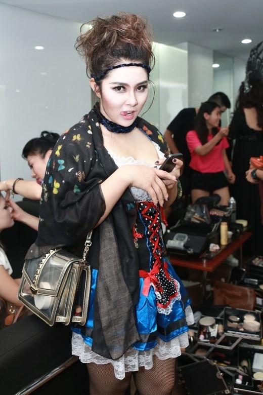 Bảo Trâm xuất hiện với trang phục hầu gái - Tin sao Viet - Tin tuc sao Viet - Scandal sao Viet - Tin tuc cua Sao - Tin cua Sao
