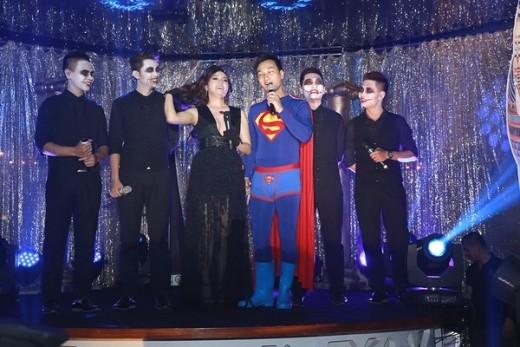 Các nghệ sĩ quậy tưng bừng trong từng màn biểu diễn - Tin sao Viet - Tin tuc sao Viet - Scandal sao Viet - Tin tuc cua Sao - Tin cua Sao
