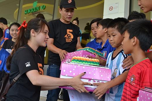 Hope Cup - Sôi động cùng những ngôi sao trẻ