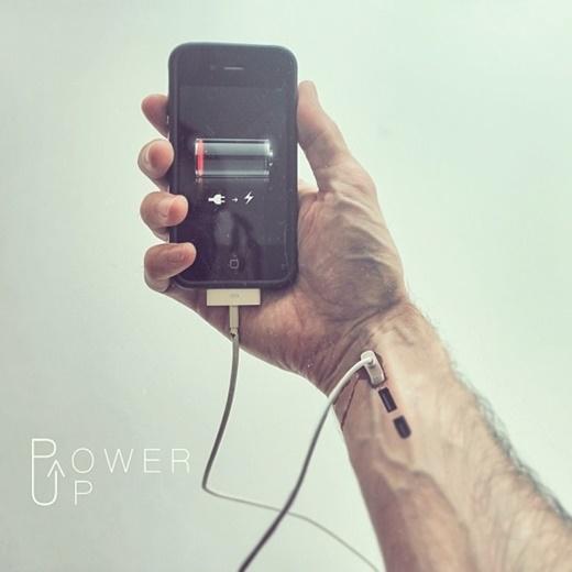 'Sạc năng lượng' thời nay khi cơn nghiện thiết bị điện tử đã ăn sâu vào máu...