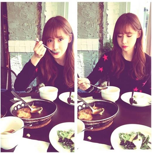 Tiffany khoe hình đang tận hưởng và thư giãn bữa ăn cùng Yoona