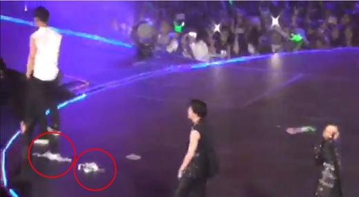 Fan quá khích ném đồ lót trong lúc B.A.P và EXO-K đang biểu diễn