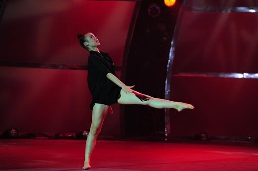 Thảo Ngân với bài nhảy Đương đại của mình.
