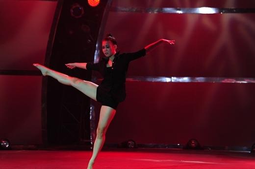 """Đoan Trang """"bỏ bê"""" ca hát lấn sân nhảy múa"""