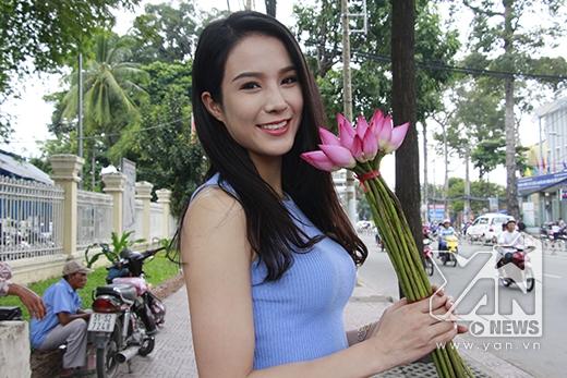 Cô gái trẻ này sau đó gây bất ngờ lớn với quyết định Nam tiến và lọt vào top 10 của Vietnam's Next Top Model. Và mới đây, cô lại gặt hái thêm dấu son mới trong sự nghiệp của mình khi trở thành quán quân Cuộc đua kỳ thú năm 2013.