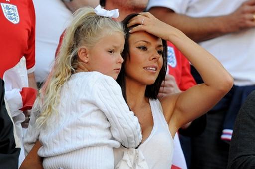 Summer và mẹ Toni là hai CĐV nữ nhiệt tình nhất của bố Terry trong mỗi trận đấu.