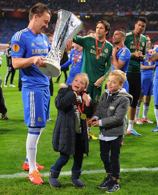 Con gái Summer thậm chí còn gia nhập Chelsea ở độ tuổi trẻ hơn so với Terry trước kia. Terry ký hợp đồng với Chelsea khi anh 15 tuổi. Trước đó, lúc 11 tuổi anh gia nhập lò đào tạo trẻ của CLB West Ham.