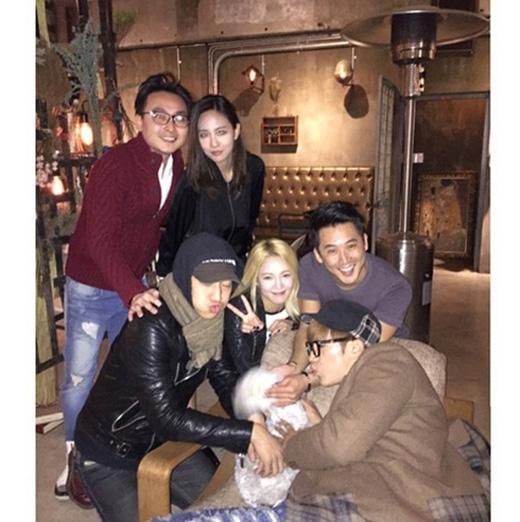 Hyoyeon đã có một cuộc gặp gỡ cùng  những người bạn của mình gồm có Jun.K, Fei, JiA,...và khoe hình trên trang cá nhân: Một ngày thật vui vẻ
