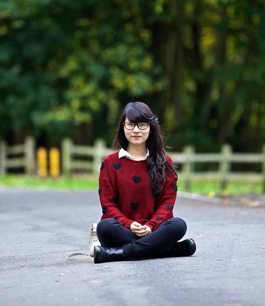 An Coong sở hữu gương mặt xinh xắn, tài đánh piano điêu luyện.