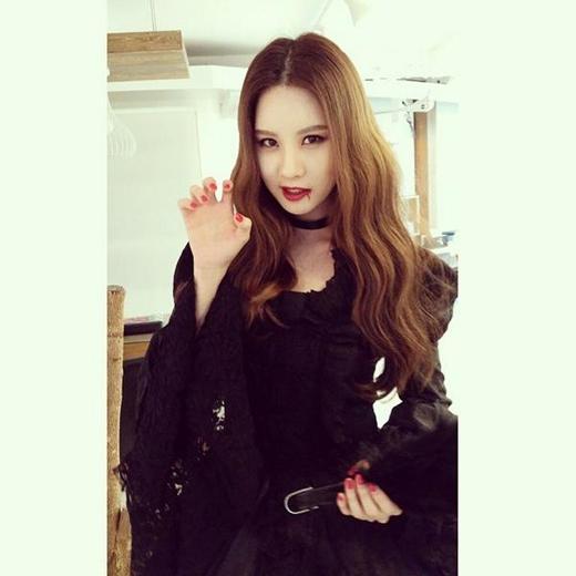 Seohyun hóa trang thành ma cà rồng