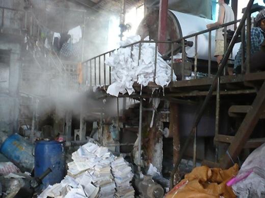 Những hình ảnh kinh hoàng về quy trình sản xuất giấy ăn