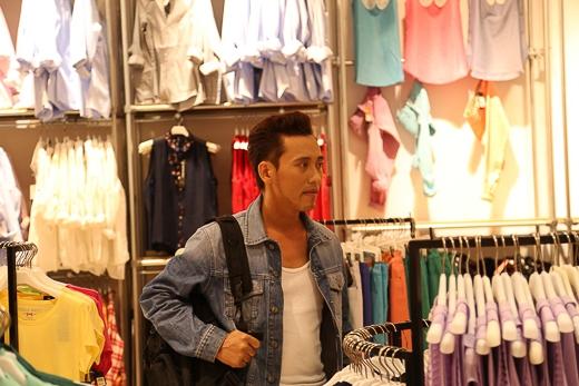 Cửa hàng thời trang nơi Troy Lê hay lui tới thăm người yêu đồng giới