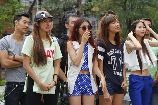 Gương mặt các thí sinh thể hiện rõ sự lo lắng khi biết địa điểm thử thách.