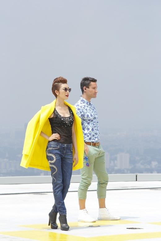 Xuân Lanvà người bạn đồng hành- chuyên gia đào tạo người mẫu và định hình phong cáchAdam Williamssẽhướng dẫn kĩ năng catwalk cơ bản dành cho nam và nữ người mẫu.