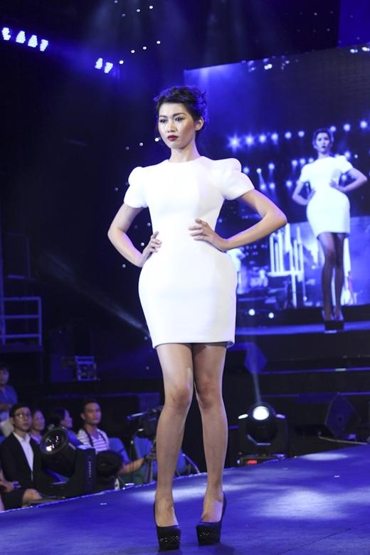 Quỳnh Châu với những sải chân catwalk đầy chuyên nghiệp.