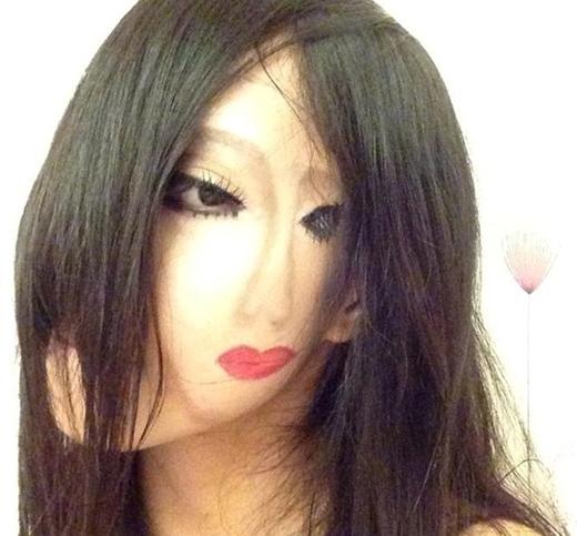 Bức ảnh nữ sinh có 2 gương mặt
