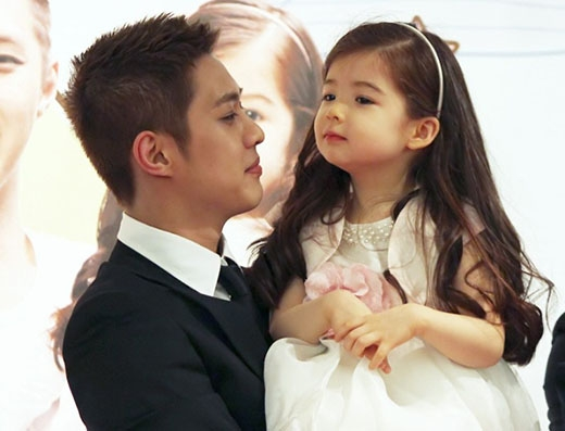 Trong chương trình Hello Baby, trưởng nhóm Seungho của MBLAQ đã thể hiện rằng anh rất thích con gái của mình và cho thấy sự quan tâm nhẹ nhàng dành cho con.Vì vậy không bất ngờ gì khi anh cũng lọt vào danh sách những ngôi sao sẽ trở thành ông bố tuyệt vời.