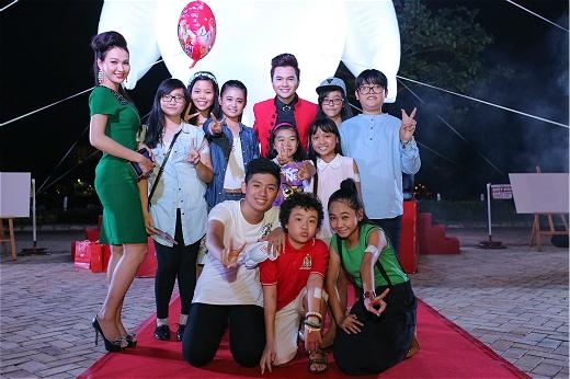 Nam Cường và Quế Vân cũng 'trở về tuổi thơ' cùng các bé.