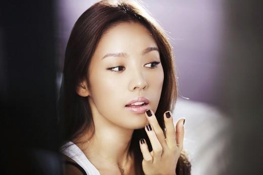 Đẹp tự tin với làn da ngăm như Lee Hyori