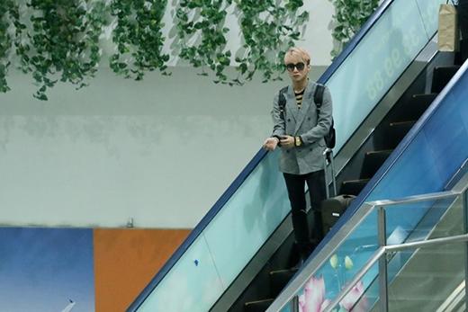 Xuất hiện tại sân bay,Sơn Tùng M-TPnổi bật bởi gu thời trang rất cá tính và hiện đại. - Tin sao Viet - Tin tuc sao Viet - Scandal sao Viet - Tin tuc cua Sao - Tin cua Sao