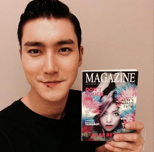 Siwon hào hứng khi nhận được album do chính Ailee tặng. Anh đã khoe và đăng tải lên trang cá nhân: 'Cám ơn Ailee'