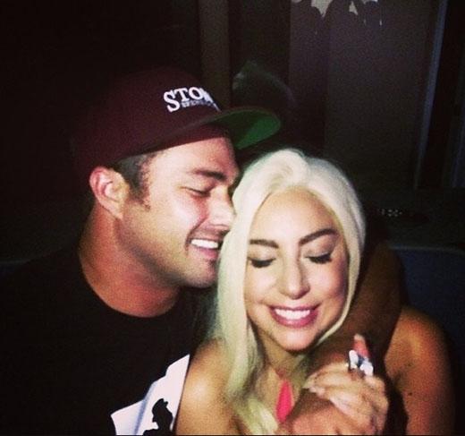 Lady Gaga và Taylor Kinney trông cực kì hạnh phúc