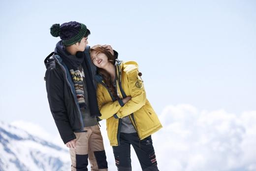 Cùng nhau hợp tác trong Dream High, hiệu ứng của cặp đôi Kim Soo Hyun và Suzy chưa bao giờ là giảm nhiệt. Với độ đáng yêu của cả hai, nhãn hàng Beanpole Outdoor đã quyết định chọ họ làm gương mặt đại diện trong nhiều năm qua.