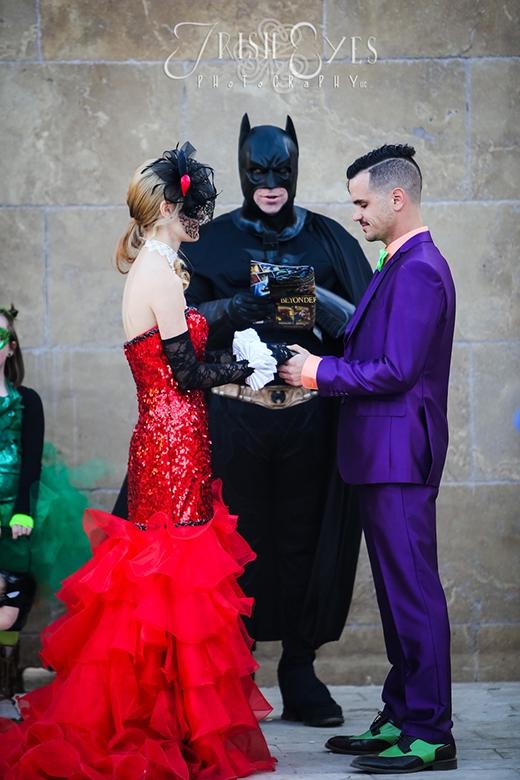 Siêu độc đáo lễ cưới của cặp đôi phát cuồng vì Batman