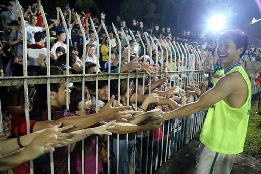 Công Phượng và đồng đội ở U19 Việt Nam sẽ làm đại diện hình ảnh cho UNFPA trong chiến dịch chống bạo hành phụ nữ và trẻ em gái trên khắp lãnh thổ Việt Nam - Ảnh: Độc Lập
