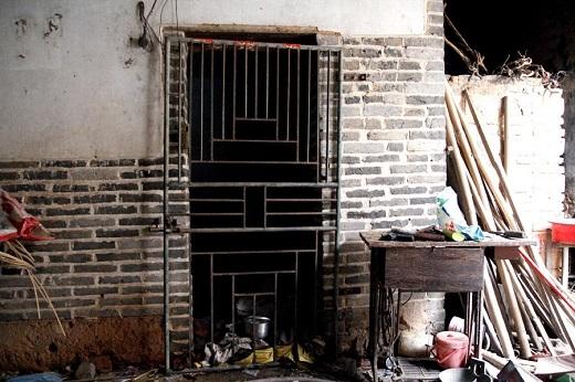 Căn phòng tối mà người vợ bị nhốt