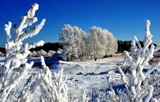 Nằm ở phía cực bắc Trung Quốc nên thời tiết nơi đây mang đặc điểm đông dài hạ ngắn với 10 tháng mùa đông và 2 tháng mùa hạ.